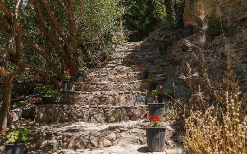اقامتگاه بوم گردی ارگ سنگی سنگان تهران