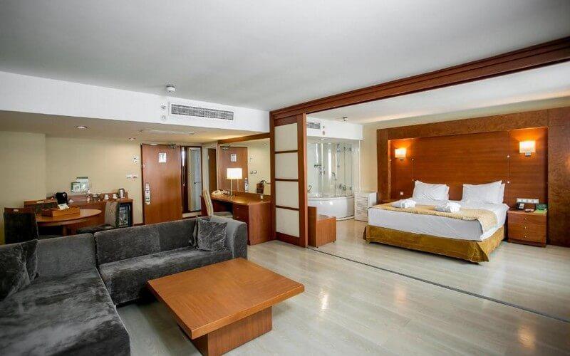 هتل Holiday Inn City, an IHG Hotel Istanbul