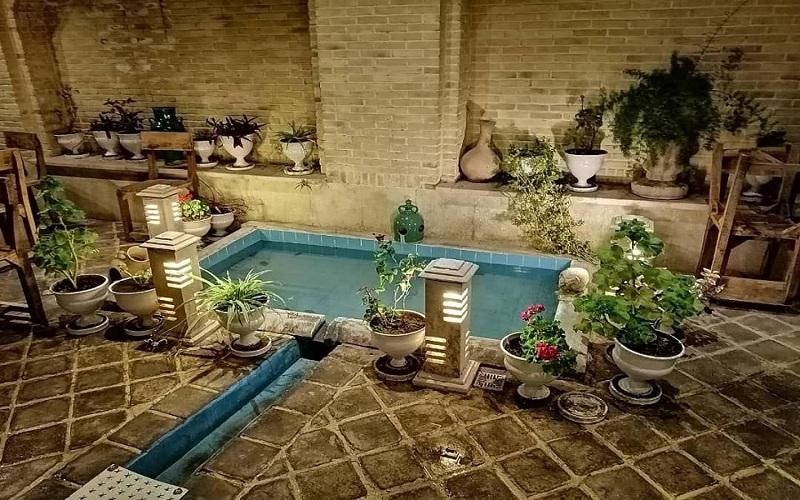 اقامتگاه بوم گردی هفت رنگ شیراز