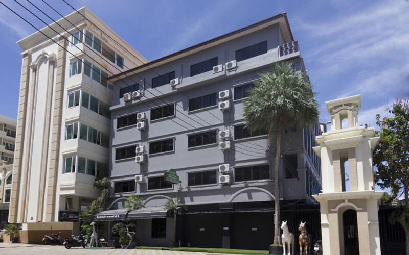 هتل Royal Q&D Suites Hotel Pattaya
