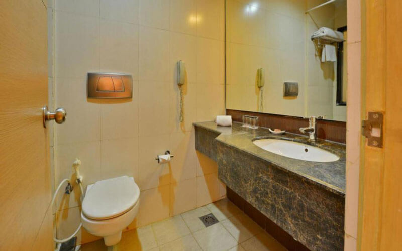 هتل Clarks Inn Suites Delhi