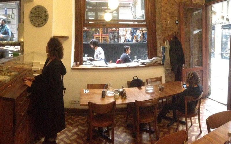 کافه رستوران هلوتیا استانبول