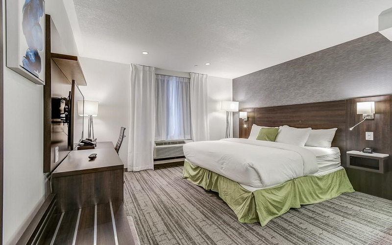 هتل ای اس تی تورنتو