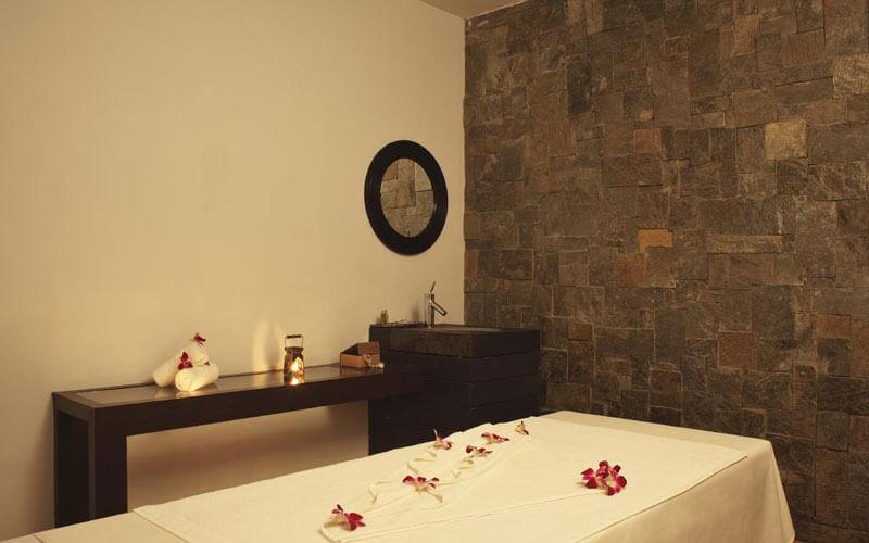 هتل The O Hotel Beach Resort & Spa, Goa